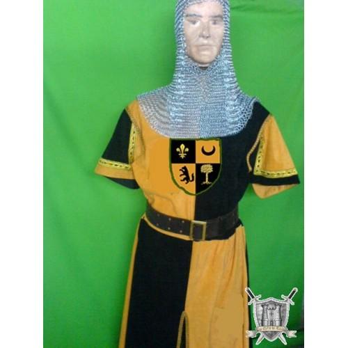 tunique en velours jaune et noire avec passementerie