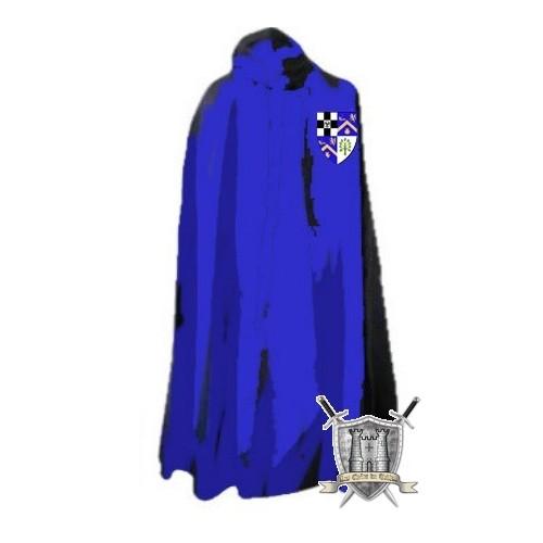 cape bleue sur mesure avec son blason
