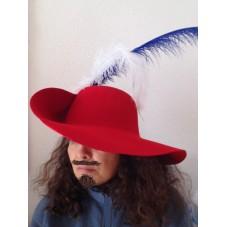 chapeau mousquetaire rouge
