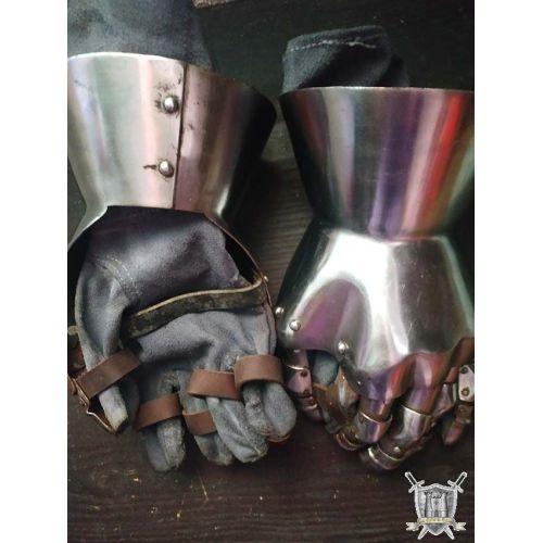 Gantelets en acier épai et intérieur cuir